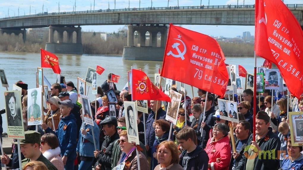 Омичей просят приезжать на шествие «Бессмертного полка» на общественном транспорте, а не на личном