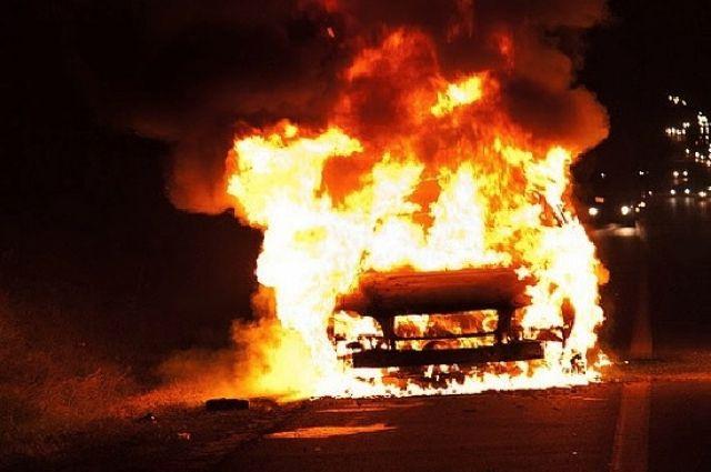 В Кузбассе продолжают поджигать автомобили