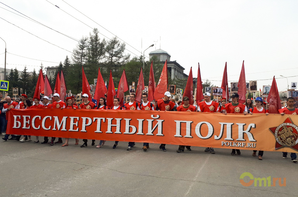 Тысячи омичей вышли на улицу с портретами героев ВОВ — ФОТО, ВИДЕО