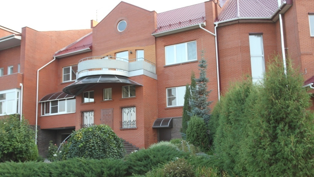 В Кировском округе Омска продается дом за 50 миллионов рублей