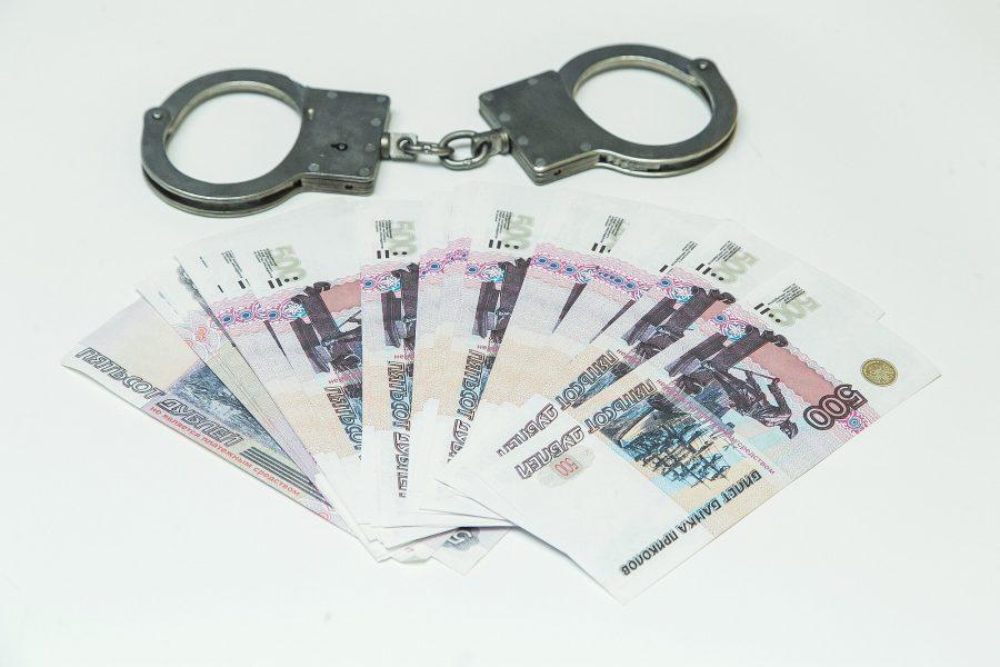 Подозреваемого во взяточничестве кузбасского полицейского отправили в СИЗО
