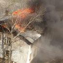 ВОмске загорелся дом наулице Челюскинцев